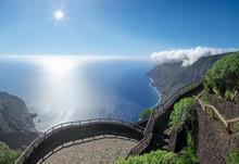 Aussichtspunkt Mirador De Isora Mit Blick In Die Bucht Von Las Playas Auf Der Insel El Hierro, Kanarische Inseln