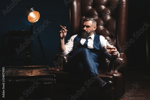 Poster Alcool Attractive man with cigar and a glass whiskey