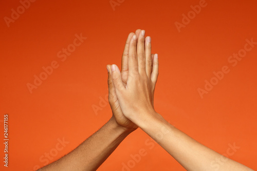 Photographie Man and woman greeting each other with high five
