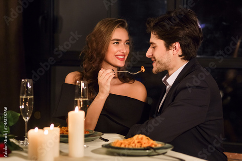 Cuadros en Lienzo  Couple having dinner in restaurant