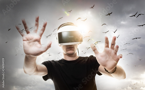 Photo Réalité virtuelle 3D casque sensation jeu informatique rêve gamer avenir logicie