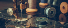 Old Sewing Machine Retro, Details Of A Coarse Plan, Coils Of Thread, In A Vintage Style, The Concept Of A Tailor's Clothing History Selective Focus