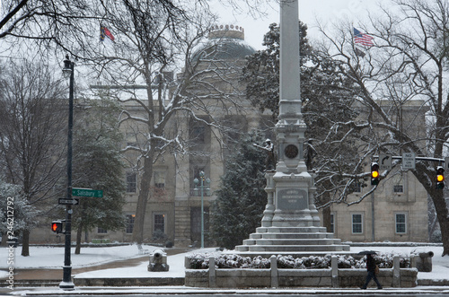 Fotografie, Obraz  Raleigh's Capitol Square and the Confederate Monument are seen during a winter storm that dumped several inches of snow