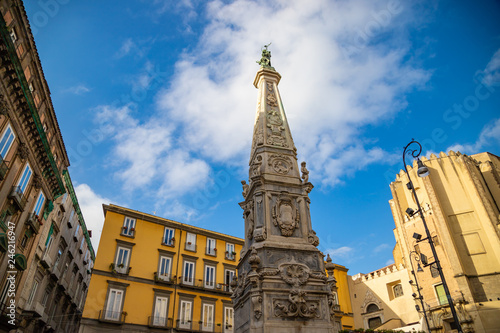 In de dag Historisch mon. San Domenico Obelisk in Naples City, Italy