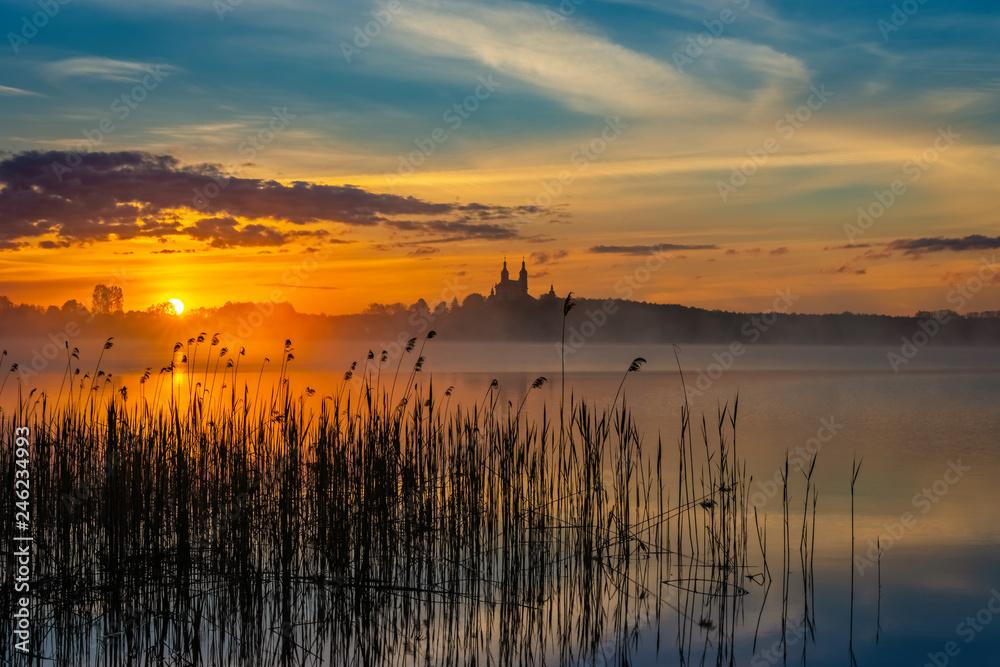 Wschód słońca, Jezioro Wigry - obrazy, fototapety, plakaty