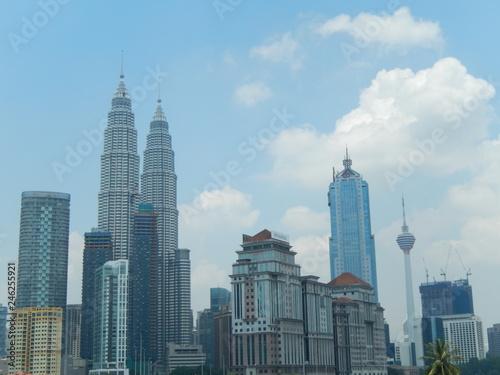 Photo Stands Kuala Lumpur skyscrapers in the city of Kula Lumpur