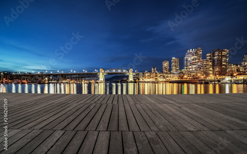 Spoed Foto op Canvas Stad gebouw empty dock