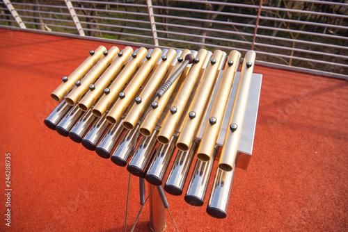 Fotografia  Percussion instrument made of copper pipes