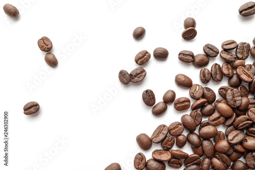 Photo sur Toile Café en grains Roasted coffee beans isolated on white background. Close-up.