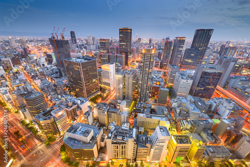 Naklejka premium Osaka, Japonia panoramę centrum miasta w dzielnicy Umeda o zmierzchu.