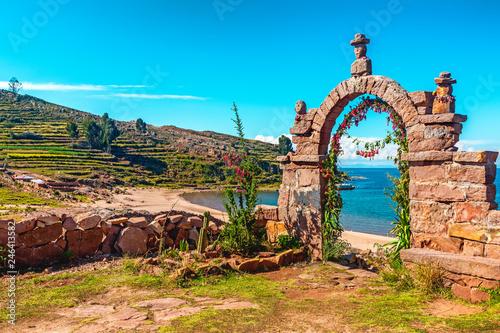 Autocollant pour porte Amérique du Sud Entrance stone arch leading to the interior of Taquile Island in Lake Titicaca, Peru.