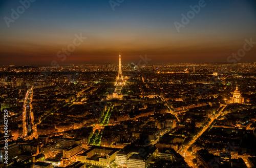 Poster de jardin Paris Sunset aerial view of the famous Eiffel Tower