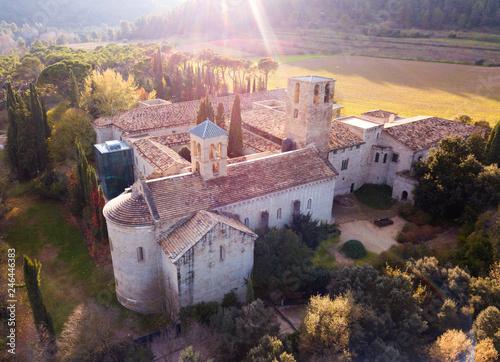 Fotobehang Historisch geb. Cultural complex Mon Sant Benet, Catalonia