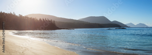 Tablou Canvas Beautiful sandy beach on the Pacific Ocean during a sunny summer morning