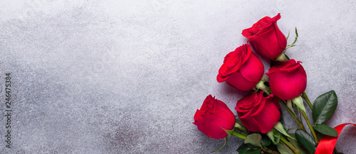 Fototapeta Red rose flowers bouquet on stone background Valentine's day greeting card Copy space Flat lay Horizontal banner obraz