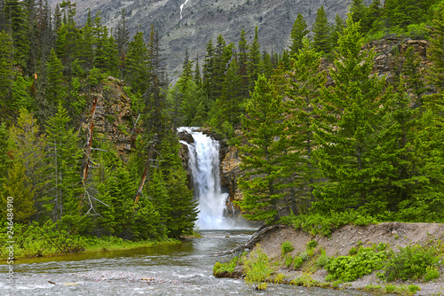 Fotografía  Running Eagle Falls in the Valley of Two Medicine Lake in Glacier National Park