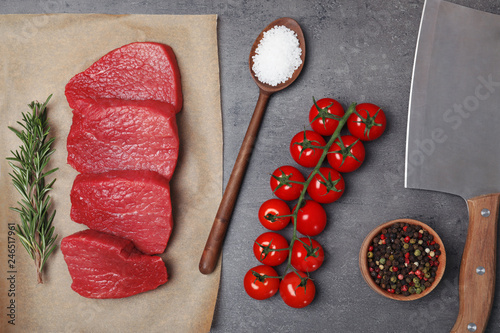 In de dag Aromatische Flat lay composition with raw meat on grey background