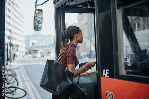 Foto auf AluDibond London roten bus Woman getting on the bus