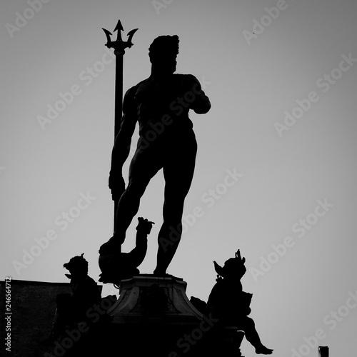 In de dag Historisch mon. Neptune statue silhouette