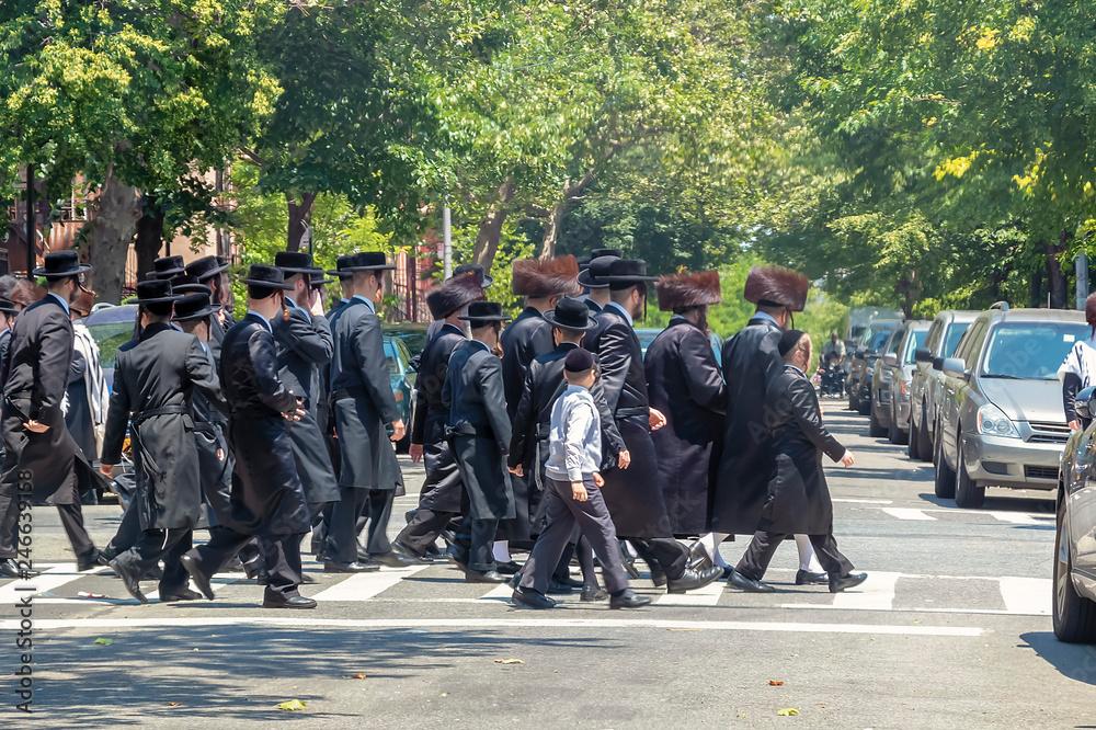 Fototapety, obrazy: Orthodox Jews Wearing Special Clothes on Shabbat, in Williamsburg, Brooklyn, New York