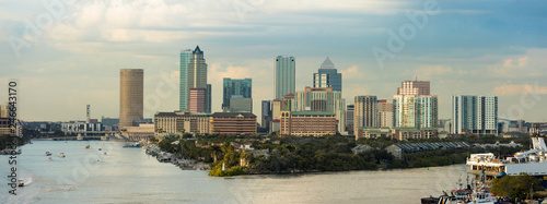 Fotografija View of the downtown area of Tampa, Florida and port from the South
