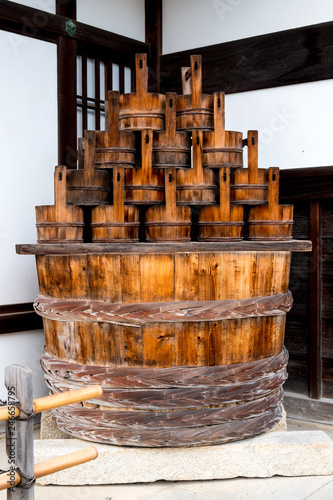 Photographie Wooden buckets and bowl at Kyoto's Temple
