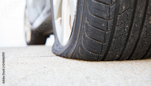 Fotomural Close Up Flat Tire