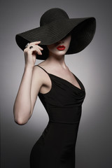 Obraz na Plexiportrait of young lady with black hat and evening dress