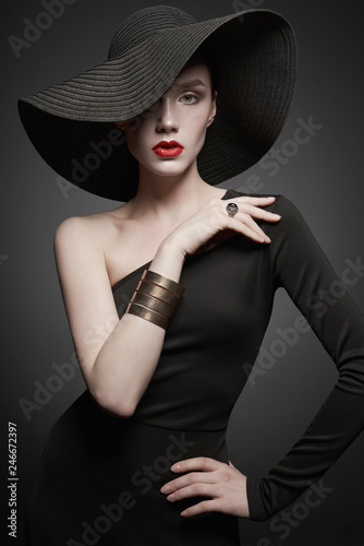 Keuken foto achterwand womenART portrait of young lady with black hat and evening dress