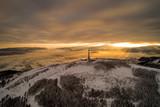 Fototapeta  - Schronisko- Skrzyczne- Beskid Śląski- Wschód słońca, poranek w górach