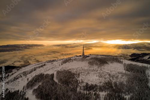 Fototapeta Schronisko- Skrzyczne- Beskid Śląski- Wschód słońca, poranek w górach obraz