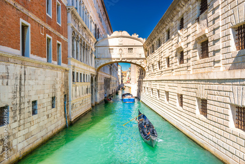 Fotobehang Centraal Europa Bridge of Sighs in Venice
