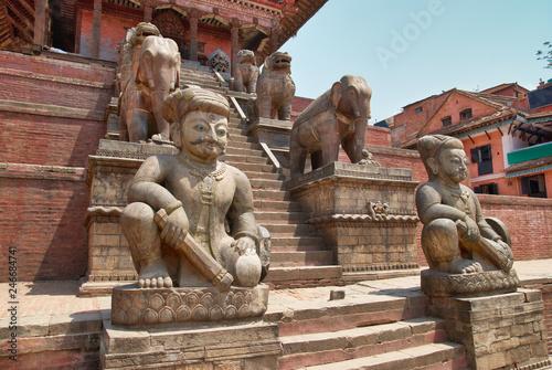 In de dag Historisch mon. Ancient statues in old Bhaktapur city