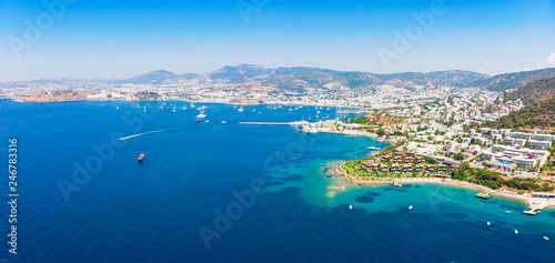 Carta da parati  Panoramic aerial view of sunny Bodrum with resorts and beachfront villas