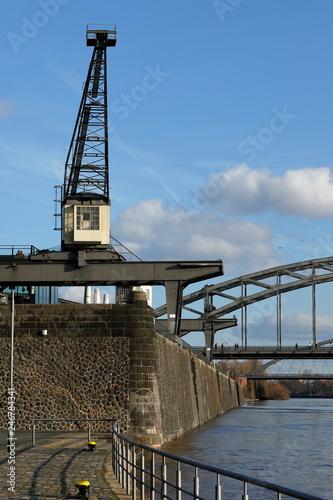 Keuken foto achterwand Poort Alte Hafenkräne in Frankfurt am Main