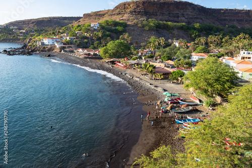 widok-z-lotu-ptaka-plazy-starego-miasta-w-santiago-wyspy-zielonego-przyladka-wyspy-zielonego-przyladka