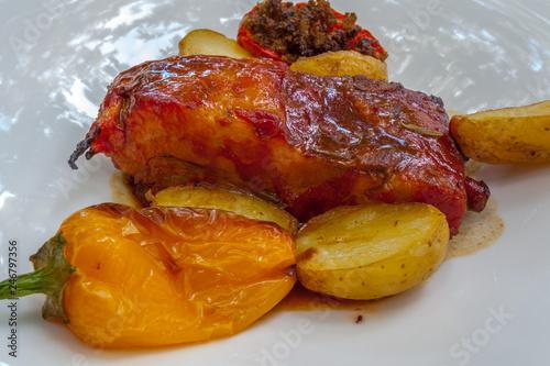 travers de porc rôti au miel et au thym