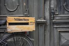 Stillleben Fahrrad An Der Tür