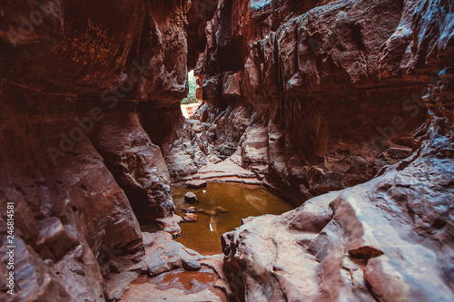 Obraz na plátně  Tourist climbs on the rocks in the canyon of Khazali