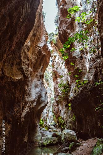 Obraz na plátně Stuck Hanging Stone in Avakas canyon