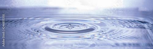 Fototapety, obrazy: Fallender Wassertropfen