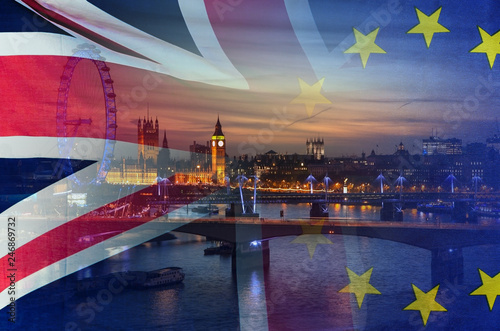 Fotomural  BREXIT conceptual image of London image and UK and EU flags overlaid symbolisin