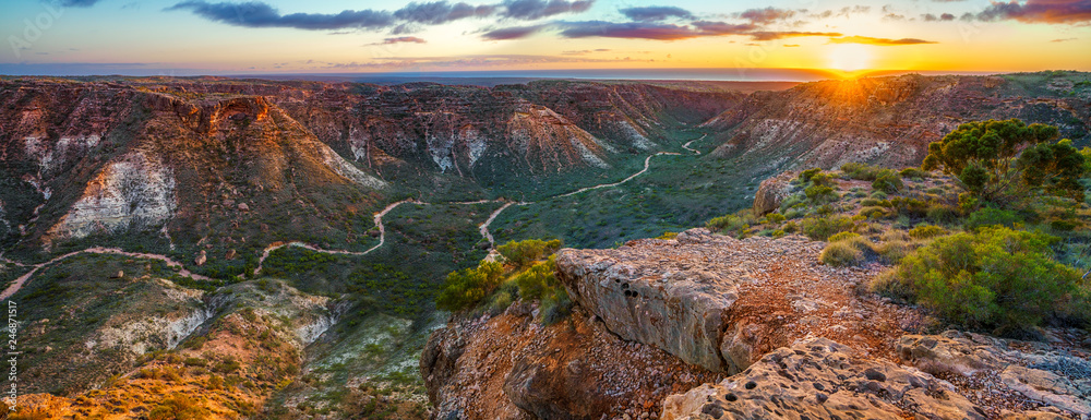 Fototapeta panorama view of sunrise over charles knife canyon, western australia 3