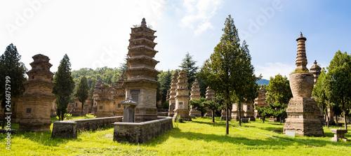 Fotografía Pagoda forest in Shaolin temple, Dengfeng, Henan Province, China