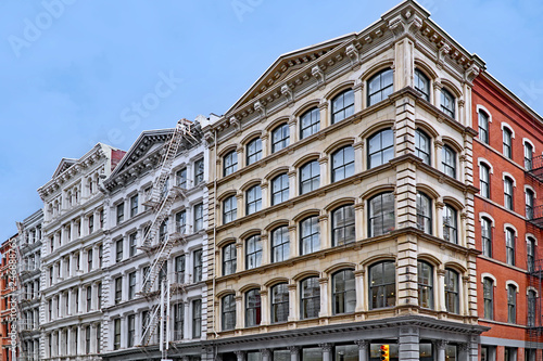 Foto  Historic cast iron buildings, used as loft apartments and shops, Broome Street i