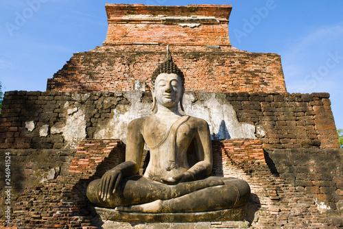 Foto  Ancient sculpture of a sitting Buddha close-up