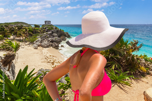 Foto op Plexiglas Centraal-Amerika Landen Woman in hat at beautiful Tulum beach by Caribbean sea, Mexico
