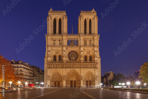 Photo sur Toile Europe Centrale Paris. The building of the Cathedral of Notre Dame.