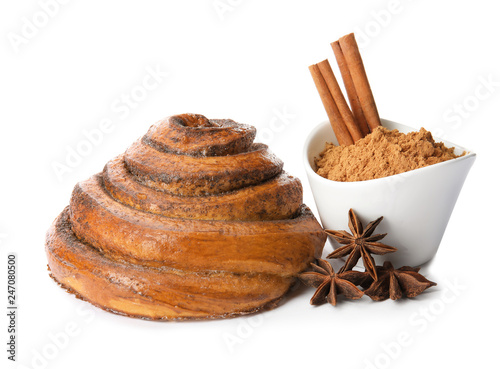 In de dag Aromatische Freshly baked cinnamon roll with ingredients on white background