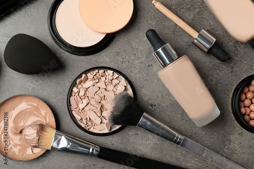 Fotomural  Flat lay composition with skin foundation, powder and beauty accessories on grey